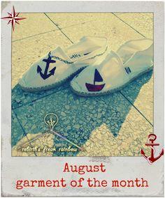 August - garment of the month Per un'Estate calda, delle scarpe fresce e comode, chiaramente dipinte a mano. Un classico, ancora e barchetta ⛵ , ma sempre un evergreen.   Scarpe da uomo, dipinte a mano, un revival di Rebirth's Freak Rainbow #espadrillas #estate #summer #fashion #artigianato #handcrafted — at Bianco Calce.