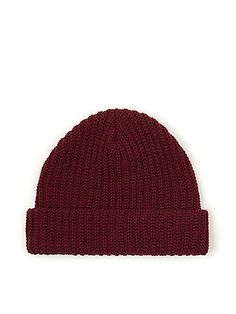 A soft, knitted beanie featuring thick, vertical knitting, perfect for keeping you warm.