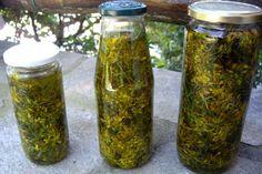 Φυτρώνει παντού..στις άκρες του δρόμου…στα χωράφια…Βλαστός Όρθιος…Ισχυρός…. Πολύκλαδος….Φύλλα Ελλειπτικά…Μικρά Επιμήκη…Με Στίγματα Δια... Magic Herbs, Holistic Medicine, Health Remedies, Good To Know, Health And Beauty, Natural Remedies, Herbalism, Mason Jars, Diy And Crafts