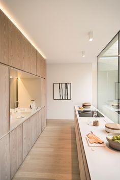 Classic Style Kitchen Furniture Timeless Furniture For Your Home Home Decor Kitchen, Kitchen Furniture, Home Kitchens, Interior Desing, Interior Design Kitchen, Scandinavian Kitchen, Minimalist Kitchen, Modern Kitchen Design, Kitchen Styling