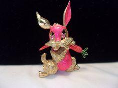 HATTIE CARNEGIE Rabbit with Carrot Brooch Pink by AnnesGlitterBug