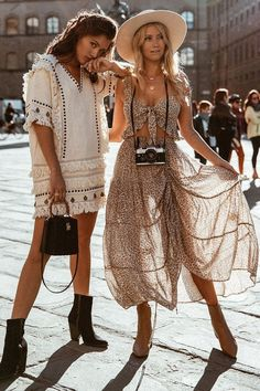 The Boho-chic style has been around for a taste of time, although its serious influence on the fashi Cochella Outfits, Boho Outfits, Summer Outfits, Fashion Outfits, Style Fashion, Hippie Fashion, Fashion Women, Fashion Spring, Cheap Fashion