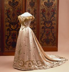 Dress worn by Wilhelmina, Queen of the Netherlands at her Inauguration, September 6, 1898