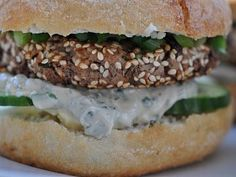 Hlavní jídlo   Receptárna – vaše online kuchařka Salmon Burgers, Ethnic Recipes, Food, Salmon Patties, Eten, Meals, Diet