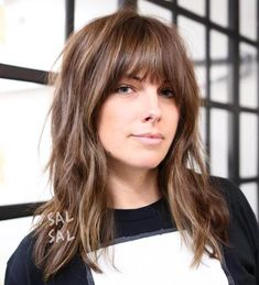 Messy Medium Hairstyle With Bangs # Hairstyles with bangs 60 Most Universal Modern Shag Haircut Solutions Medium Textured Hair, Bangs With Medium Hair, Red Hair Bangs, Mid Length Hair With Bangs, Messy Bangs, Thick Bangs, Cut Bangs, Layered Hair With Bangs, Bangs Hairstyle