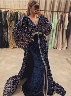 Abaya Style, Arabic Wedding Dresses, Calvin Klein Outfits, Arabian Women, Middle Eastern Fashion, Arab Fashion, Moroccan Caftan, Caftan Dress, Special Dresses
