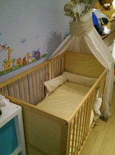 Baby- Kinderbett Gitterbett mit Bettbezug, Nest, Himmel und Himmelstange