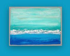 Cest une sorte de peinture par lartiste acrylique Ora Birenbaum.  J'ai utilisé des tons doux d'écume de mer et aqua avec un vert profond qui fond vers le bas en multiples nuances de bleus océan riche. Il y a une pause d'un blanc éclatant et d'un ruban métallique argent pour juste une