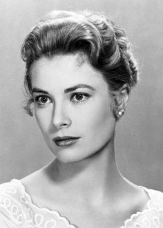 The stunning Grace Kelly, actress and princess of Monaco, has always been the epitome of style. Shown here, Grace has layered the Bowman Root collection - pairing the drop earrings with the elevated golden studs. Classic Beauty, Timeless Beauty, Vintage Hollywood, Classic Hollywood, Princesa Grace Kelly, Patricia Kelly, Grace Kelly Style, Monaco Royal Family, Look Vintage