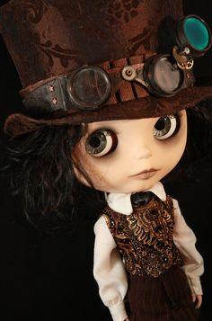 Blythe Steampunk...kinda looks like it could be Jonny Depp in Blythe doll form!