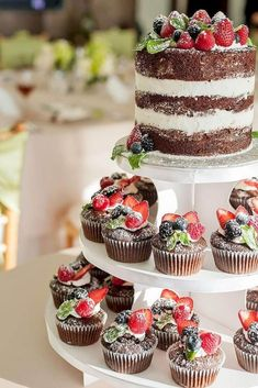 Wedding Food Naked cake and cupcakes with fruit topper, placed on a cupcake tree display. - Whether you've chosen one or several wedding cakes, displaying them to advantage is an important point for wedding decor. Cupcake Tree, Cupcake Cakes, Fruit Cupcakes, Lemon Cupcakes, Strawberry Cupcakes, Sweets Cake, Beautiful Cakes, Amazing Cakes, Bolos Naked Cake