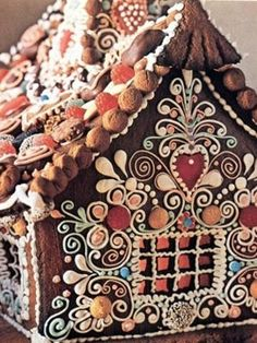 Pic 2 Little Cabin in the Woods   This pretty little gingerbread cabin reminds us of the delicious house from Hansel and Gretel.  But don't worry, there's no scary old witch here,   10 amazing gingerbread houses   Today's Parent