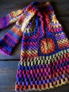 Käytyäni Marian blogissa, ensin ihastelemassa Novitan PURO-langasta tehtyä neuleen alkua ja sen jälkeen (yhdessä) NAURAMASSA pesukoneessa k...