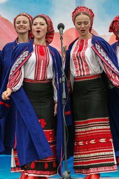 Cultural Performance with performers in traditional Ukrainian dress - Kiev, Ukraine | Matt Shalvatis - Roads Less Traveled Photography - Flickr - Photo Sharing!
