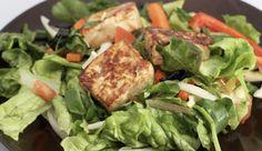 Insalate veloci: caesar salad con pollo, ricetta light di un classico intramontabile | Cambio cuoco