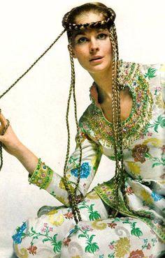 Candice Bergen (and her crazy extensions) in a floral outfit Photo: Bert Stern for Vogue, Candice Bergen, Lauren Hutton, Patti Hansen, Jean Shrimpton, Jacqueline Bisset, Folk Fashion, 1960s Fashion, Fashion Models, Bohemian Fashion