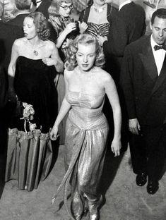 Marilyn Monroe at Sam Spiegel's New Year Party, Norma Jean Marilyn Monroe, Marilyn Monroe Photos, Classic Hollywood, Old Hollywood, Angela Lansbury, Joan Crawford, Norma Jeane, New Years Party, Hollywood Actresses