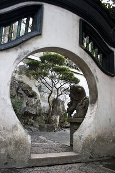 """Moon gate / Shanghai Yuyuan Garden, China Can't say it really qualifies as """"favorite"""" as I've never been there. Love the picture though! Asian Garden, Chinese Garden, Landscape Design, Garden Design, Design Oriental, Moon Gate, Fu Dog, Chinese Architecture, Garden Gates"""