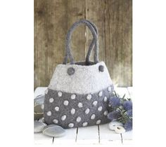 another wool felt handbag...so cute! http://sussiebell.com/