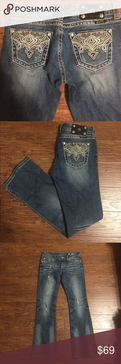 """Miss Me boot cut jeans size 28 Excellent preowned condition miss me boot cut jeans size 28.                                                    🚫MEASUREMENTS LAYING FLAT: Waist:  15"""" Hips:  18"""" Inseam:  31"""" Leg opening:  8.5"""" Miss Me Jeans Boot Cut"""