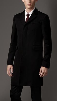 Shop men's coats from Burberry, from trench coats and duffle coats, to top coats and pea coats in wool, cashmere and technical fabrics. Business Casual Attire For Men, Blazers For Men Casual, Suit Fashion, Mens Fashion, Meeting Outfit, Burberry Coat, Versace Men, Gentleman Style, Stylish Men