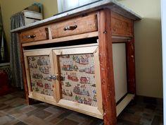 Recupero di un vecchio tavolo con piano di marmo. Verniciato e portato a legno. Chiuso sotto con pannelli ed antine di legno.