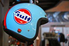 Things in Gulf Racing colours: Photo Tracker Motorcycle, Custom Motorcycle Helmets, Racing Helmets, Vintage Helmet, Vintage Racing, Moto Guzzi V7 Classic, Scooter Helmet, Pompe A Essence, Helmet Paint