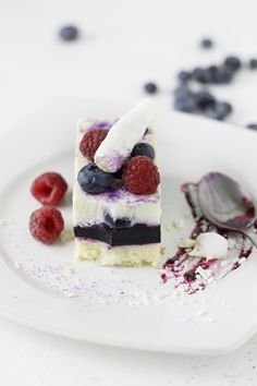Cake with mascarpone and cranberry mousse Romanian Desserts, Romanian Food, Romanian Recipes, Mousse Cake, French Pastries, Something Sweet, Blueberry, Panna Cotta, Sweet Treats