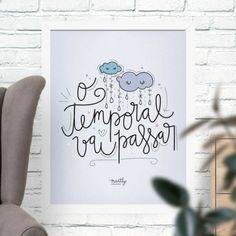 """Esse poster segue impresso com a frase de caligrafada """"Faça por você"""" com uma lâmpada cheia de desejos e vontades em volta, representados por vagalumes."""