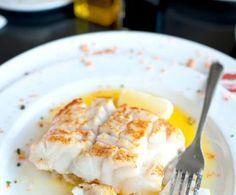 Facile e veloce da preparare, il filetto di branzino in salsa di limone è un piatto semplice, gustoso, sano e anche abbastanza ipocalorico.