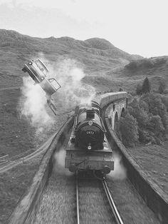 Image de harry potter, train, and hogwarts Harry Potter Pictures, Harry Potter Movies, Harry Potter Fandom, Harry Potter World, Black And White Picture Wall, Black And White Pictures, Tema Dark, Slytherin Aesthetic, Harry Potter Wallpaper