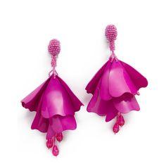 Oscar de la Renta Impatiens Flower Clip On Drop Earrings (8,750 MXN) ❤ liked on Polyvore featuring jewelry, earrings, flower earrings, floral earrings, acrylic earrings, flower jewellery and earring jewelry