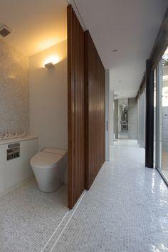 Amazing Sliding Walls With Storage - decoratop Toilet Design, Door Design, House Design, Sliding Wall, Sliding Doors, Bathroom Interior, Modern Bathroom, Ideas Baños, Interior Architecture