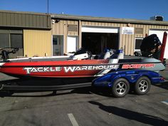 Here's a nice boat wrap by Linson Signs. Material Used: Avery 1005 RS.  www.linsonsigns.com Tackle Warehouse, Boat Wraps, Signs, Nice, Shop Signs, Nice France, Sign