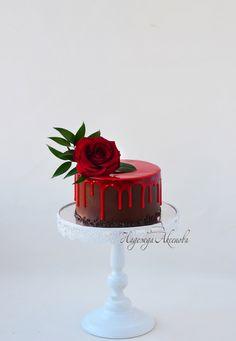 Super cute cake!Chocolate drip cake Gorgeous Cakes, Pretty Cakes, Cute Cakes, Yummy Cakes, Amazing Cakes, Mini Cakes, Cupcake Cakes, Petit Cake, Chocolate Drip Cake