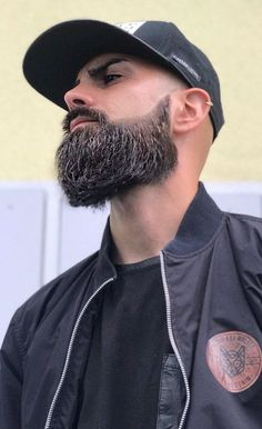 7 Benefits Of A Neckline Trim Beard - Perfect Neckline Trimmed Beard Style Best Picture For Accessories bags For Your Taste You are loo - Beard Styles Names, Beard Styles For Men, Hair And Beard Styles, Curly Hair Styles, Beards And Mustaches, Trimmed Beard Styles, Types Of Facial Hair, Bald Men Style, Short Beard