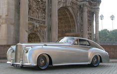 The Bentley Tesonaso is a unique custom build luxury sportscar based on the chassis of a Bentley S1 from 1955. The bonnet has been stretched with 100 cm (3.3 feet), the drivers compartment has been moved to the backseat to fit a 1400 hp V12 Rolls-Royce en
