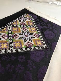 Sampler Quilts, My Heritage, Folk Costume, Beaded Embroidery, Diy And Crafts, Bohemian Rug, Bee, Hardanger, Honey Bees