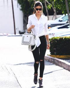 #AlessandraAmbrosio rocks some #rippedjeans as she #out for some #meeting in #Brentwood #California. by celebrazzi
