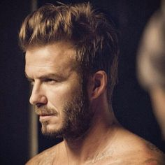 50 David Beckham hair styles - we have fohawks, all his dyed blonde hairstyles, the shaved sides look, the spiky hair that was crazy popular, & lots more! Shaved Hair Women, Half Shaved Hair, Mens Hairstyles Oval Face, Shaved Hairstyles, Men's Hairstyles, David Beckham Shirtless, Beckham Hair, Hair And Beard Styles, Hair Styles