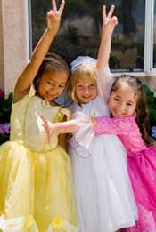 What tea party is complete without fun games & events.Games like hot teapot, pin the cup on the saucer, tea bag toss or sugar cube relay, add excitement to the party and provide a time for everyone to interact.