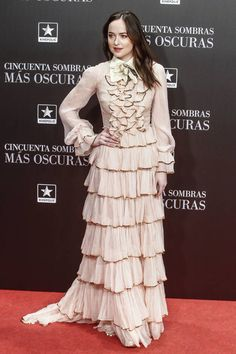 Dakota Johnson in tiered ruffle Gucci gown at the 'Fifty Shades Darker' premiere in Spain. Dakota Johnson Movies, Dakota Johnson Style, Dakota Mayi Johnson, Shades Of Grey Book, Fifty Shades Of Grey, Greys Ana, Gucci Gown, Red Carpet, Grey's Anatomy