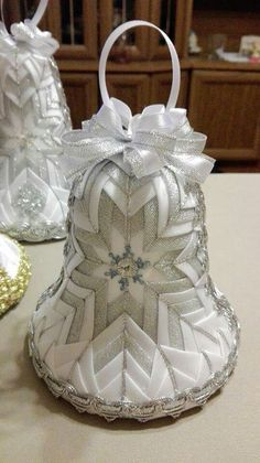 Wedding bell gotta find this one Folded Fabric Ornaments, Quilted Christmas Ornaments, Christmas Embroidery, Beaded Ornaments, Handmade Ornaments, Christmas Baubles, Christmas Tree Decorations, Christmas Crafts, Ball Ornaments
