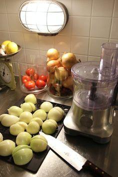 Sipulipiirakka - via Isyyspakkaus No Bake Desserts, Dairy, Cheese, Baking, Food, Patisserie, Bakken, Hoods, Bread