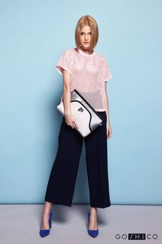 http://goshico.com/en/top-handles-cross-body-clutch-with-a-leather-belt-flowerbag-light-material.html PRICE:88.24 €