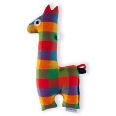 Žirafa malá - tlumená kostka kanafas Kostkatá žirafka potěší a zabaví nejmenší batolata. Kojencům se dobře drží za dlouhý úzký krk, uši a ocásek poslouží oblíbenému žužlání. Látky pocházejí z atestovaných zdrojů, vše je bezpečné pro nejmenší děti. Žirafka je šitá z bavlněných látek, je měkce cpaná dutým silanizovaným vláknem. Oči jsou strojově ...