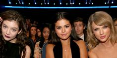Selena Gomez And Lorde Hang Out At The American Music Awards 2014 - Selena Gomez And Lorde Feud - Seventeen