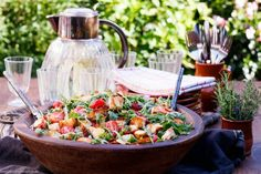 Mediterranean bread salad - fast and easy - Recipes Eat Mediterranean Bread, Bread Salad, Pasta Salad Italian, Fast Easy Meals, Fruit In Season, How To Make Salad, Dried Tomatoes, Summer Salads, Food Network Recipes