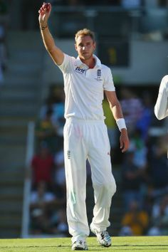 BRISBANE, AUSTRALIA - NOVEMBER 21: Stuart Broad of England celebrates his fifth wicket of the innings after taking the wicket of Mitchell Johnson of Australia during day one of the First Ashes Test match between Australia and England at The Gabba on November 21, 2013 in Brisbane, Australia. (Photo by Mark