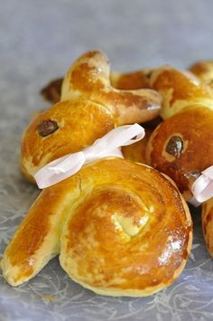 Small Easter bunnies (brioche without butter) with or without thermomix Best Picture For Easter Recipes Dessert easy For Your Taste You are looking fo Easy Easter Desserts, Easter Dinner Recipes, Cake Recipes, Dessert Recipes, Desserts Ostern, Easter Cookies, Easter Cake, Easter Bunny, Easter Eggs